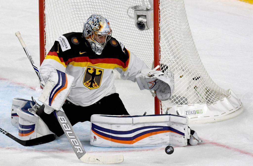 Torwart Thomas Greiss beim Eishockey-WM-Auftakt in Köln Foto: dpa