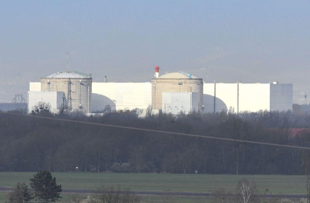 Nach fast zwei Jahren vom Netz ist einer der beiden Reaktoren des elsässischen Kernkraftwerks Fessenheim wieder hochgefahren worden. Foto: dpa