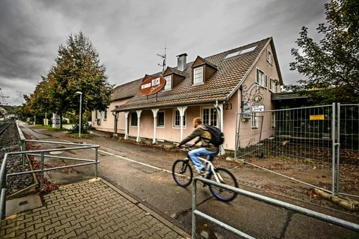 Die alte  Vereinsgaststätte in Weilimdorf soll  abgerissen werden. Die Stadt will hier zwei Unterkünfte für Flüchtlinge mit 156 Plätzen in Systembauweise errichten. Foto: Lichtgut/Leif Piechowski