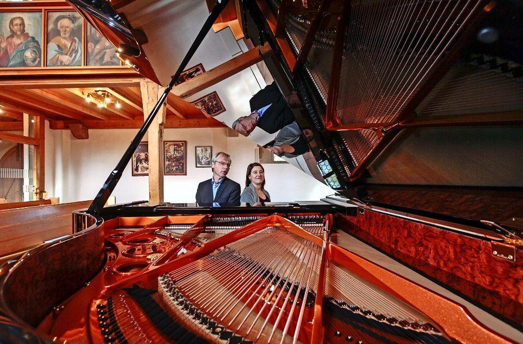 Miriam Burkhardt hat gesungen, der Kantor  Andreas Gräsle den Flügel gespielt. Foto: factum/Bach
