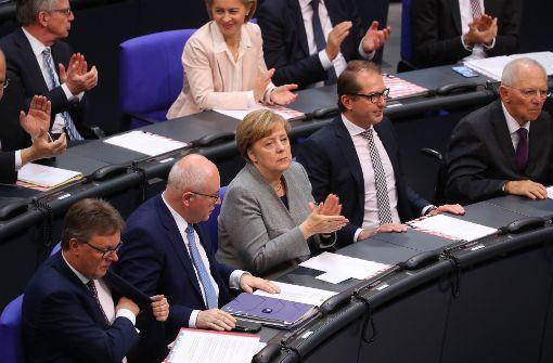 Merkel und ihr Kabinett bleiben geschäftsführend im Amt