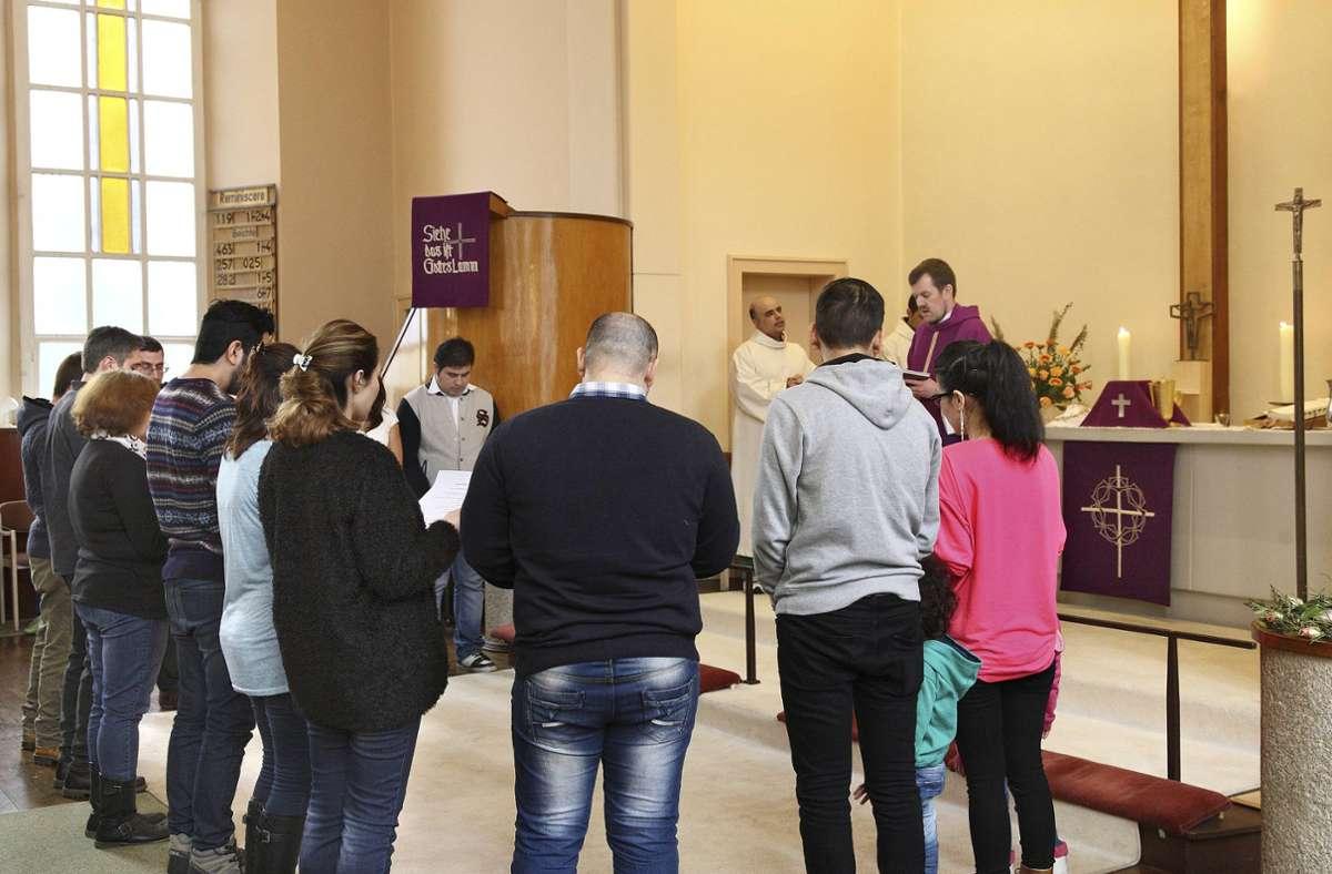 Christliche Flüchtlinge aus dem Iran bei einem Gottesdienst in Berlin (Archivbild) Foto: imago/epd/imago stock&people