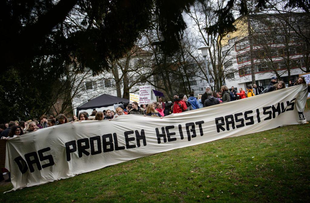 In Heilbronn haben Demonstranten gegen die Junge Alternative protestiert. Foto: dpa