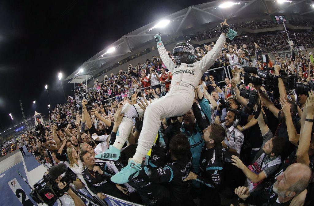 Nico Rosberg feiert in Abu Dhabi seinen Weltmeistertitel. Foto: dpa