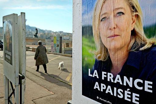 Macron und Le Pen in Umfrage gleich auf