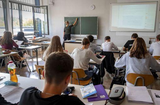 Mit Wolldecke im Klassenzimmer