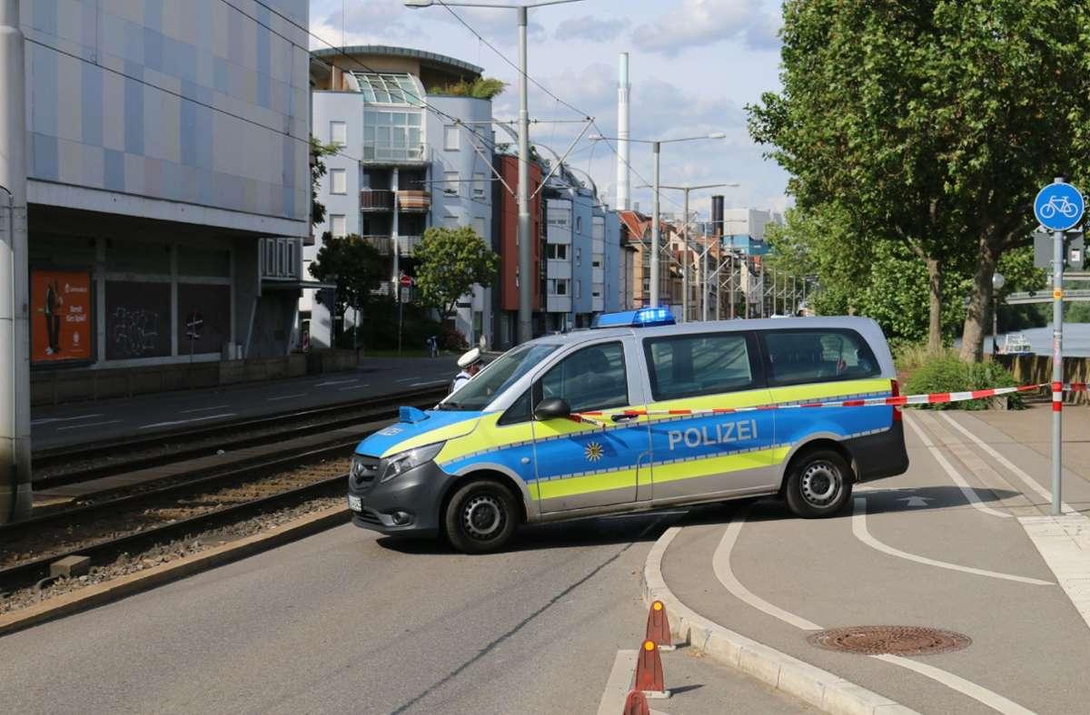 Auch die Straße wurde kurzzeitig gesperrt, nachdem ein ... Foto: SDMG