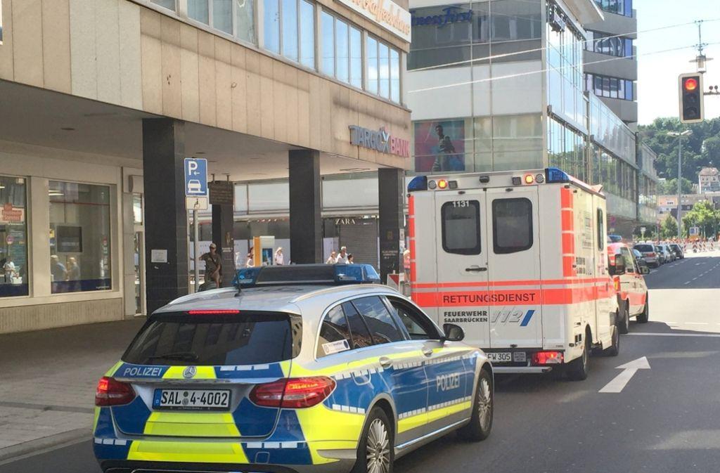 Polizeieinsatz in Saarbrücken: Ein psychisch kranker Mann hatte sich in einem Restaurant verschanzt. Foto: dpa
