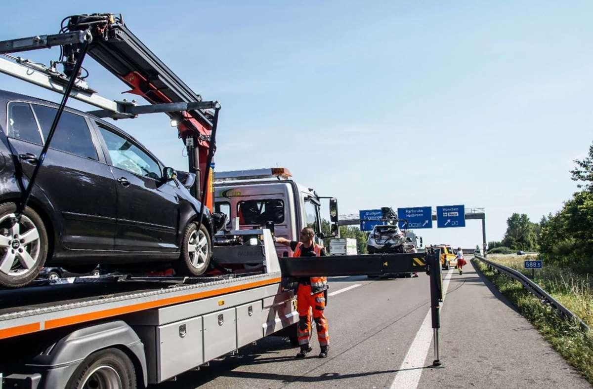 Bei einem Unfall am Autobahnkreuz Stuttgart auf der A81 sind fünf Menschen verletzt worden.  Foto: SDMG / Dettenmeyer
