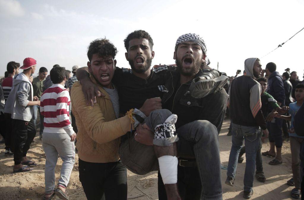 Bei den Protesten sind wieder zahlreiche Palästinenser verletzt worden. Foto: AP