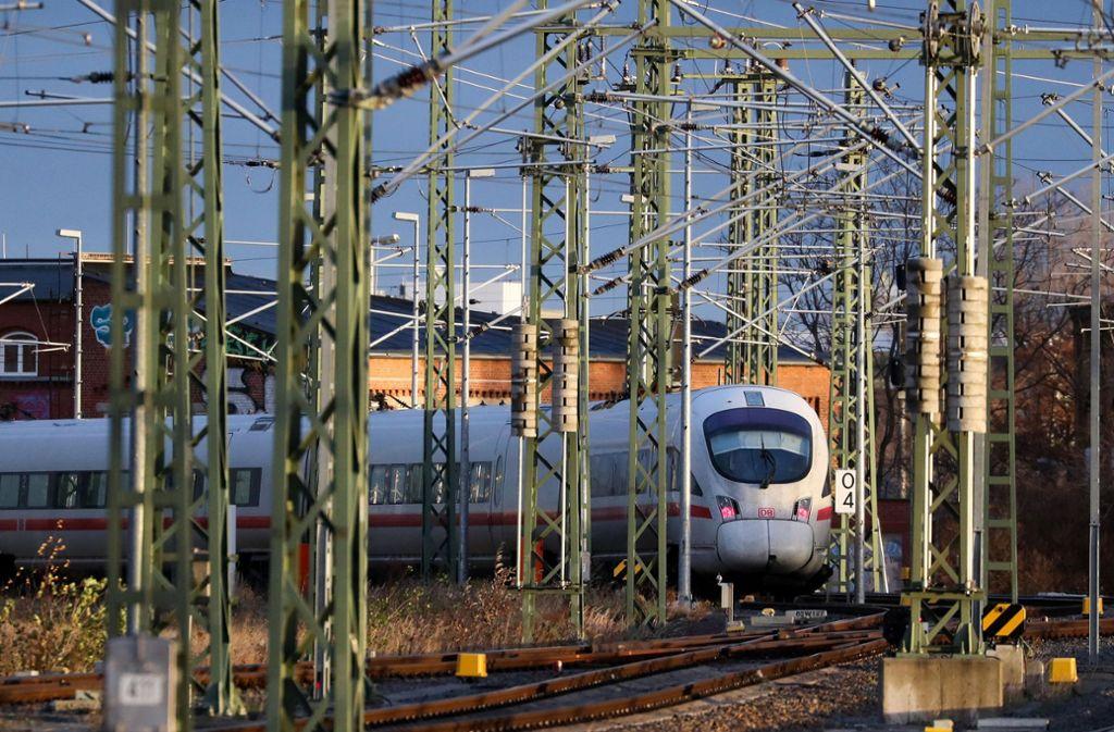 Die Deutsche Bahn hat ihr Pünktlichkeitsziel verfehlt. (Symbolfoto) Foto: ZB
