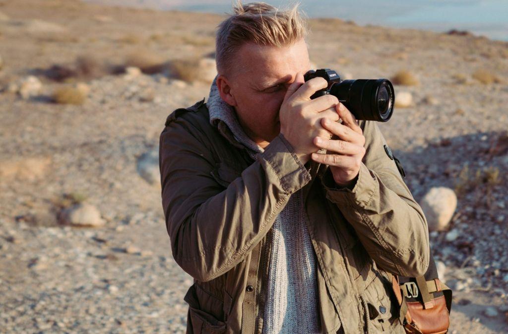 Profifotograf Steffen Böttcher zeigt auf dem Sony Alpha Day, wie man mit einer Kamera umgeht. Foto: Sony Corporation