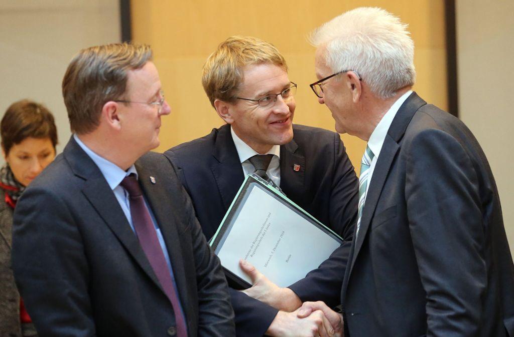 Winfried Kretschmann (rechts) bei der Ministerpräsidentenkonferenz. Foto: dpa