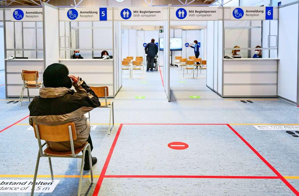Seit wenigen Tagen  hat das  Impfzentrum in Sindelfingen geöffnet, vorher waren mobile Teams unterwegs. Foto: Simon Granville