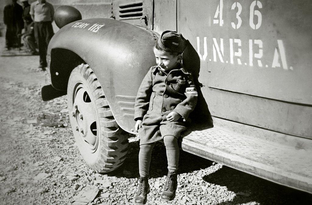 Er hat überlebt: ein kleiner Junge 1945 in der Obhut der Alliierten. Foto: Kuiv Productions
