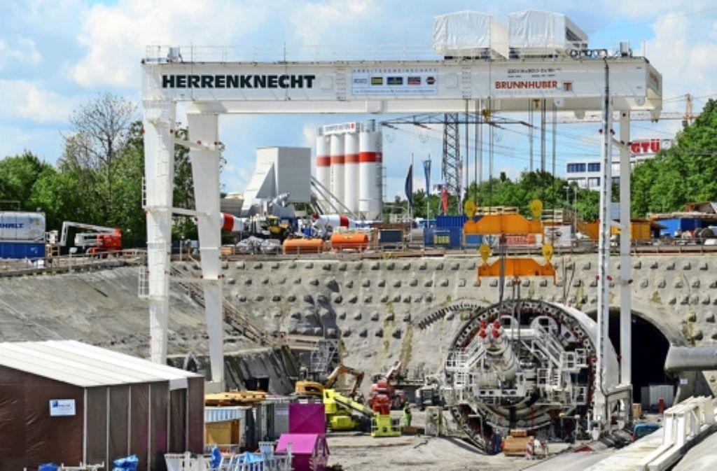 Teile einer Tunnelbohrmaschine am Fildertunnel, aufgenommen am 14. Mai 2014. Foto: dpa