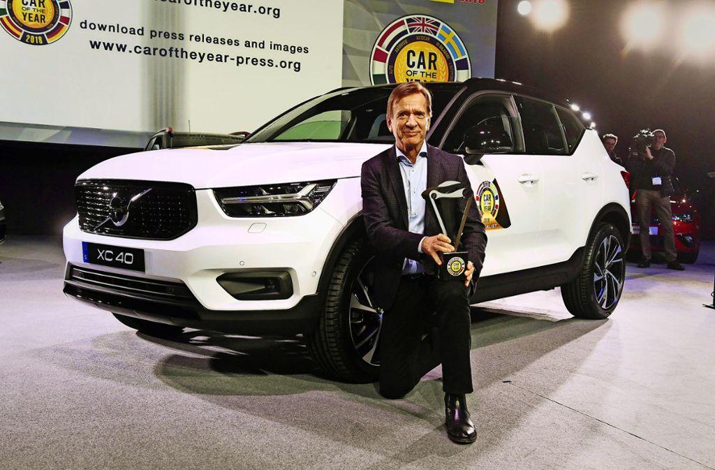 Volvo-Chef Hakan Samuelsson präsentiert stolz den XC 40, das europäische Auto des Jahres. Foto: dpa