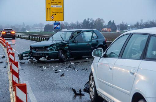 Straßenglätte führt zu zwei Unfällen – B295 kurzzeitig gesperrt