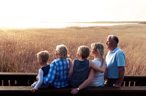 Den Sonnenuntergang mit der Familie genießen.  Foto: Usedom Tourismus GmbH_Roy von Elbberg