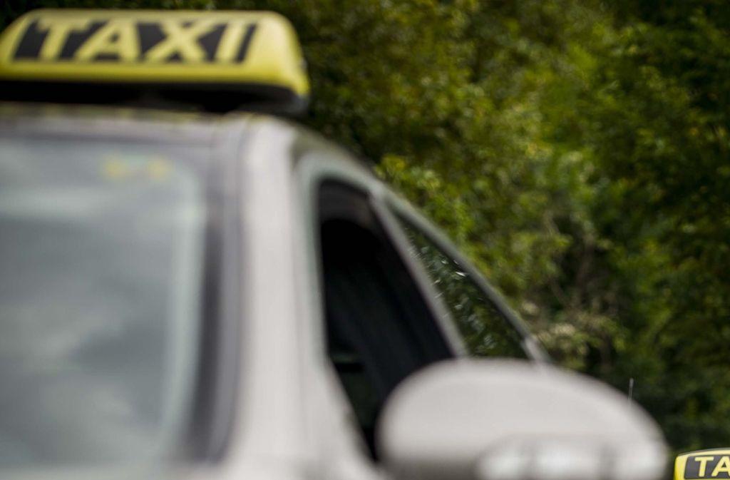 Ein Taxifahrer soll mindestens zwei Frauen in der Nacht auf Sonntag in Stuttgart sexuell belästigt haben. (Symbolfoto) Foto: Lichtgut/Max Kovalenko