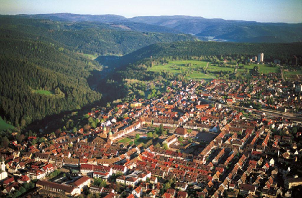 Hauptstadt im Schwarzwald: mit dem Nationalpark am Stadtrand und dem größten Marktplatz Deutschlands.   Foto: Freudenstadt Tourismus