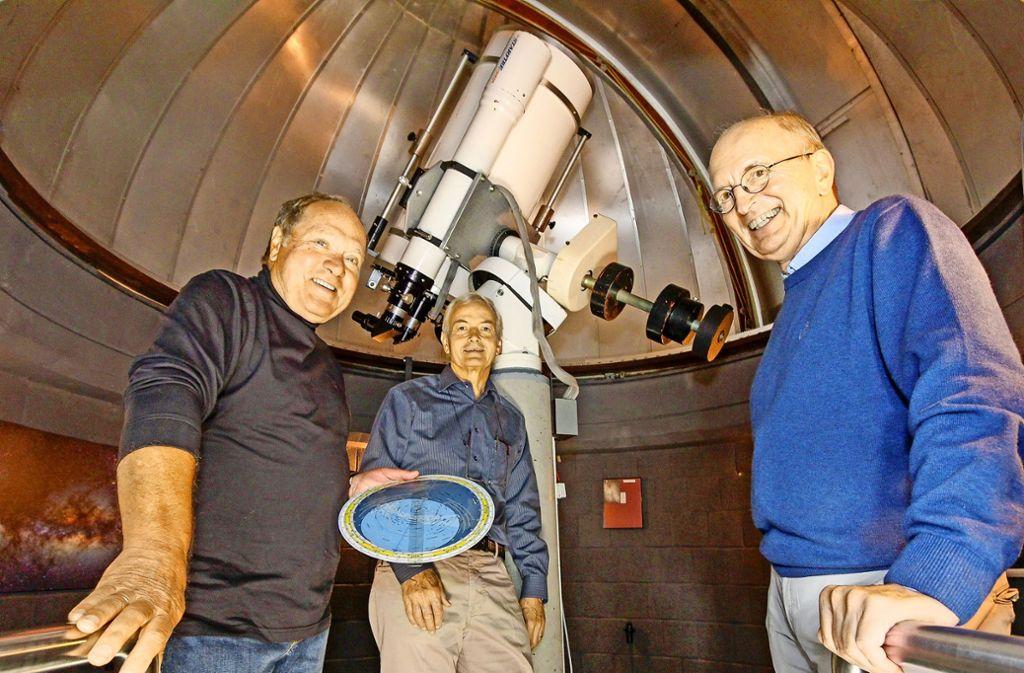 Heinz-Joachim Stärke, Ekkehart Kaufmann und Karl Dieter Scheck haben ein gemeinsames Hobby: die Astronomie. Foto: factum/Bach
