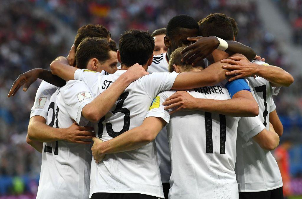 Die Deutschen freuen sich über ihren Sieg beim Confed Cup. Foto: AFP