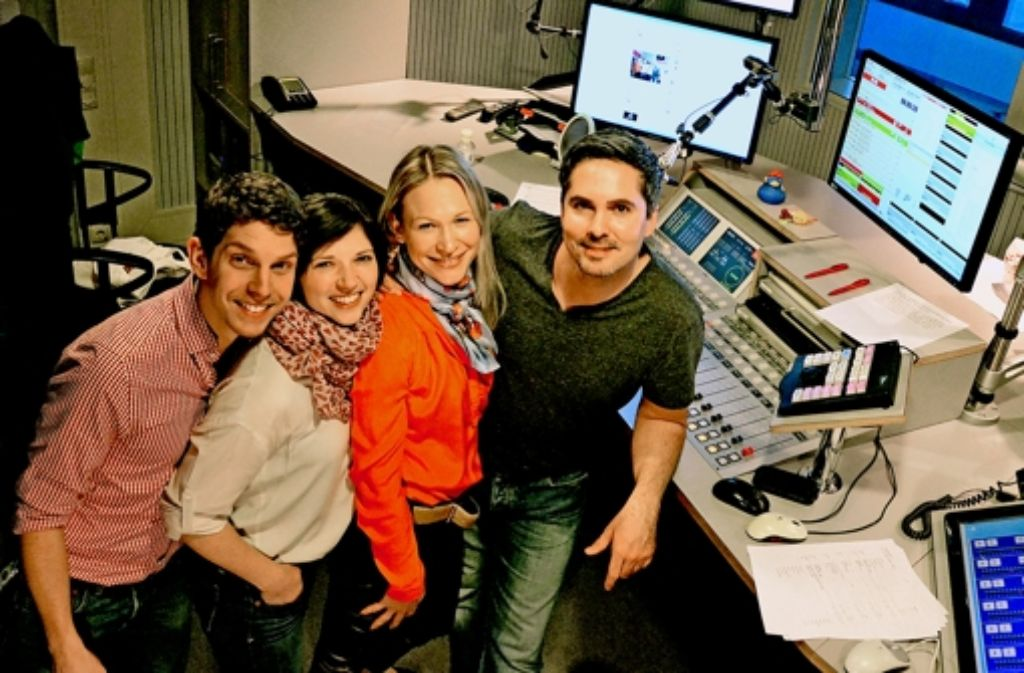 Tobias Gebhard und Nadja Gontermann lösen die Morgenmoderatoren Carolin Seifert und Oliver Ostermann ab (v. li.). Foto: Antenne1