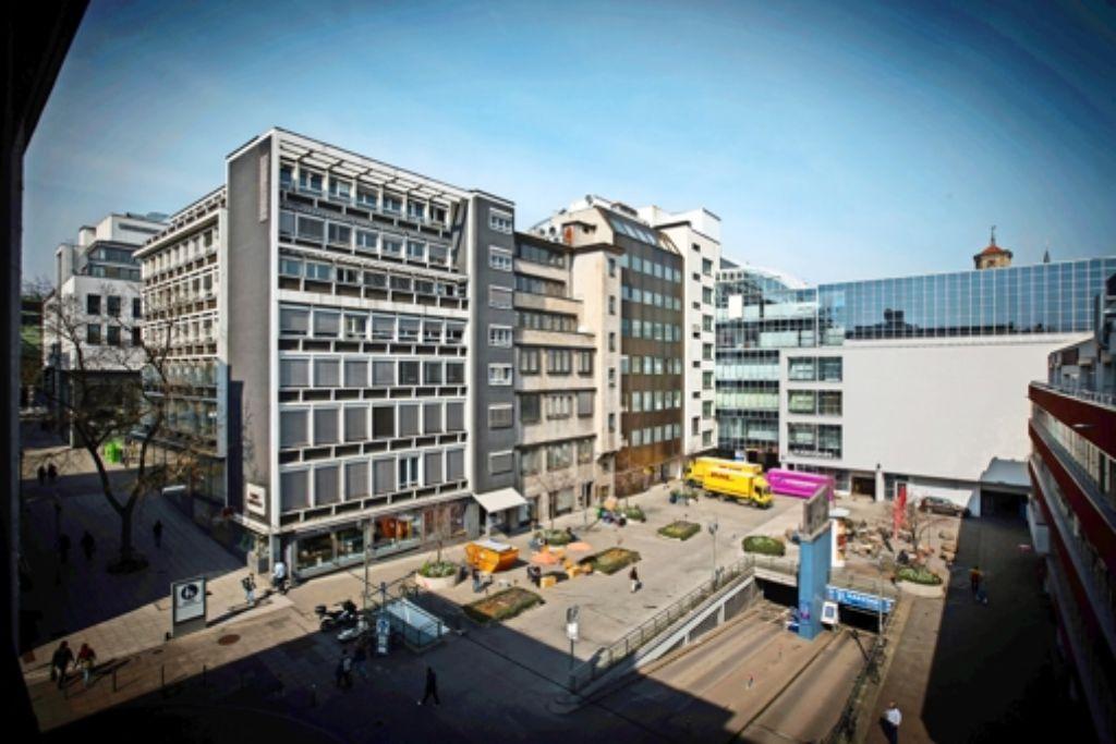Die Stadt spart im nächsten Haushalt zwei Millionen Euro ein, weil sie ihren Anteil an der  Karstadt-Garage unter dem Joseph-Süß-Oppenheimer-Platz  verkauft. Foto: Lg/Achim Zweygarth