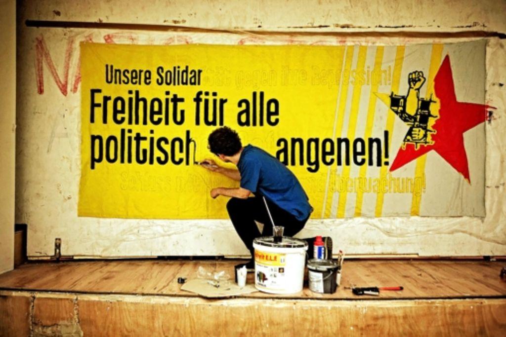 """Vorbereitung für die """"Antirepressionsdemo"""" auf dem Schlossplatz Foto: Heinz Heiss"""