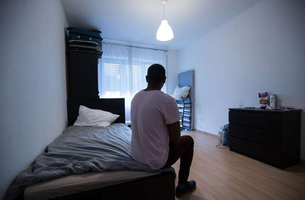 Ein Mann versteckt sich in einer Stuttgarter Wohnung vor häuslicher Gewalt. (Archivbild) Foto: Leif Piechowski/LICHTGUT