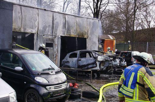 Werkstatt brennt komplett aus