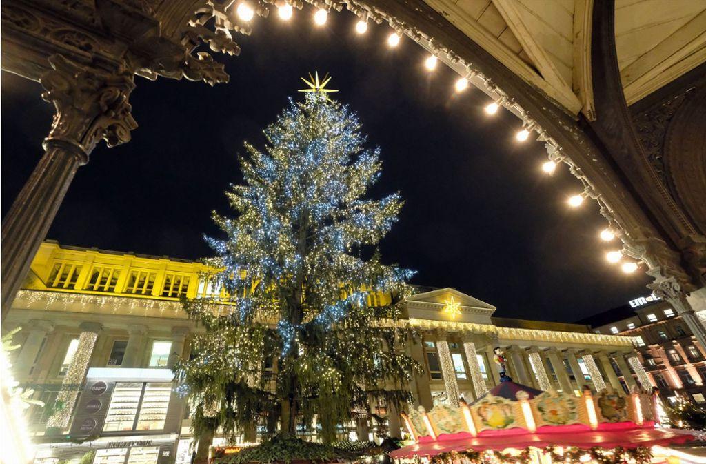 So schön soll er auch in diesem Jahr leuchten: Der Stuttgarter Weihnachtsbaum (Archivbild). Foto: dpa