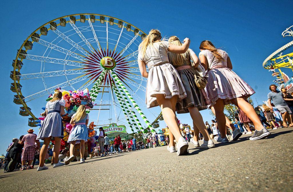Gute Stimmung bei den Volksfest-Besuchern. Foto: dpa