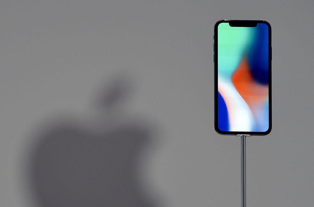 Mit dem Bezahldienst Apple Pay können Kunden mit ihrem Smartphone bargeldlos bezahlen. Foto: AFP