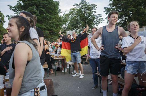 Gemeinsam und ohne Masken – so fieberten Fans mit der DFB-Elf mit
