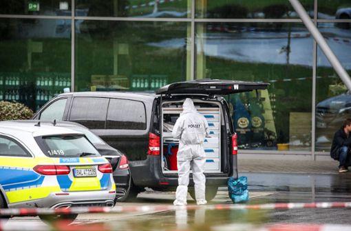 Männliche Leiche bei Einkaufszentrum entdeckt