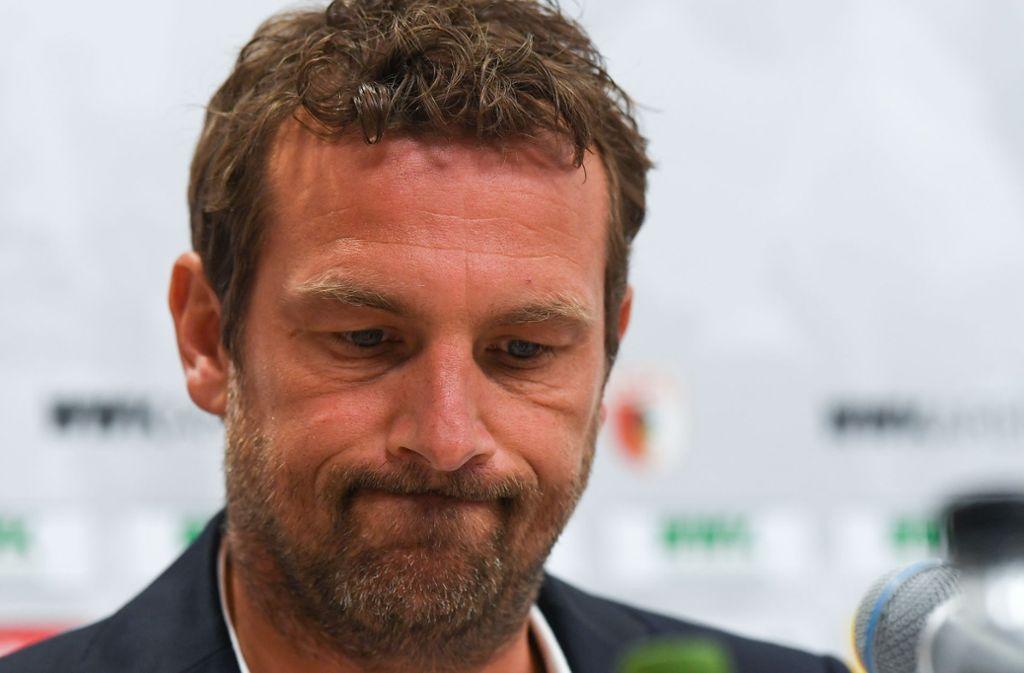 Markus Weinzierl bei seiner letzten Pressekonferenz als VfB-Trainer in Augsburg Foto: Getty