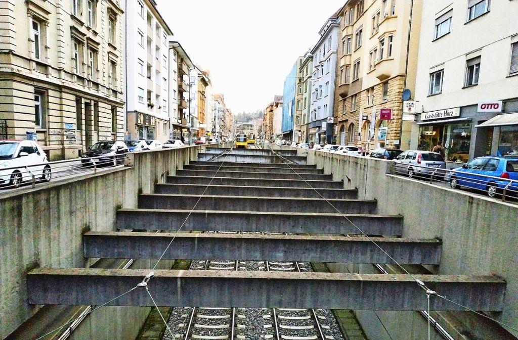 Auf der Böblinger Straße kommt die Bahn aus dem Untergrund. Foto: Kathrin Wesely