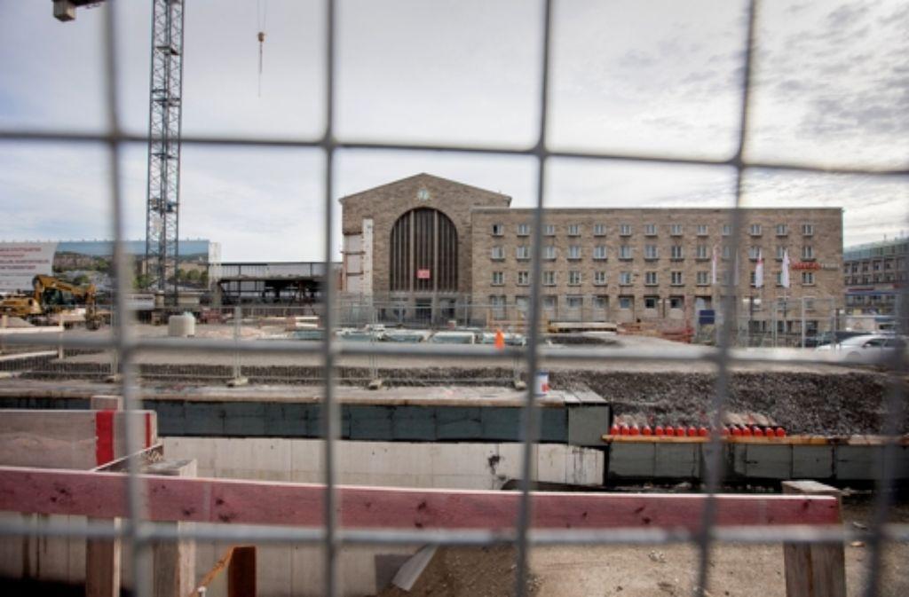 Das unterirdische Technikgebäude für Stuttgart 21 am Nordeingang des Hauptbahnhofs. Unser Bild zeigt den Stand der Arbeiten im Oktober 2013. Foto: Michael Steinert