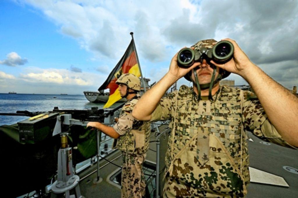 Die Bundeswehr soll zusammen mit anderen Nato-Partnern dem Treiben der Schlepper ein Ende bereiten. Foto: dpa