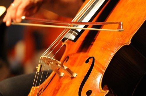 Orchester spielt zugunsten von Schülern