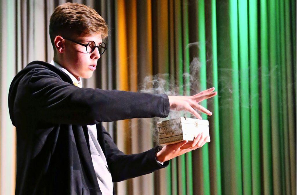 Bei den Meisterschaften hat sich Finn Bollheimer in einen Zauberschüler verwandelt, der in die Zauberschule Hogwarts aufgenommen werden will. Foto: z/privat