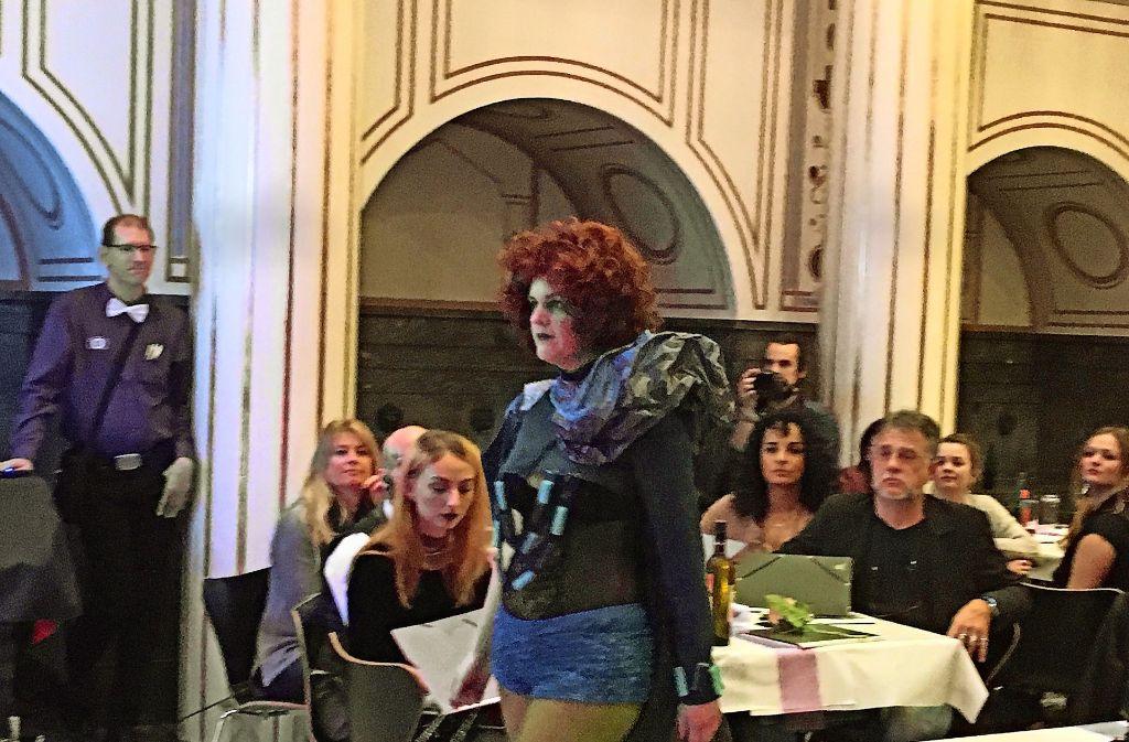 Ihre Kostüme hatten die Teilnehmerinnen alle selbst genäht. Ihre Aufgabe war dabei, individuelle Designs zu entwerfen, die ihre eigene Persönlichkeit zeigen. Foto: Nina Ayerle