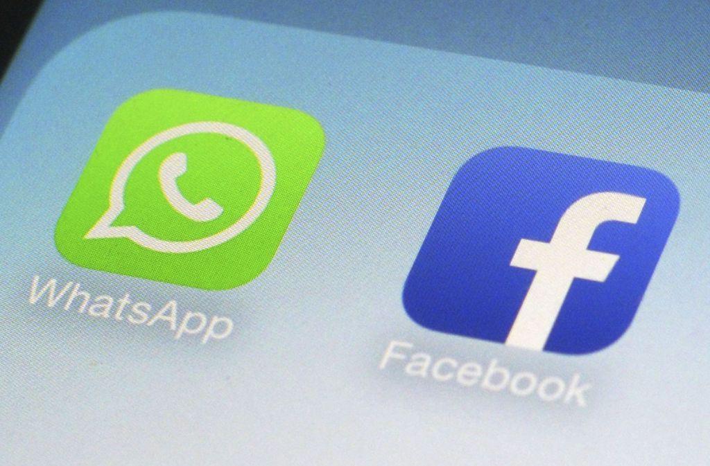 Logos von Whatsapp und Facebook. Weil Facebook unrichtige Angaben vor dem Kauf von Whatsapp machte, muss der Konzern eine Strafe in Höhe von 110 Millionen Euro zahlen. Foto: AP