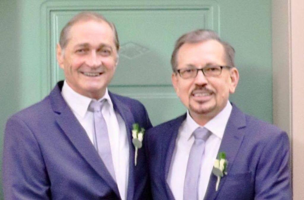 Der Stuttgarter FDP-Chef Armin Serwani (links) und sein Ehemann Sergiy haben sich das Ja-Wort gegeben. Foto: privat