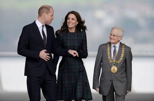 Kate lacht das trübe Schottenwetter einfach weg