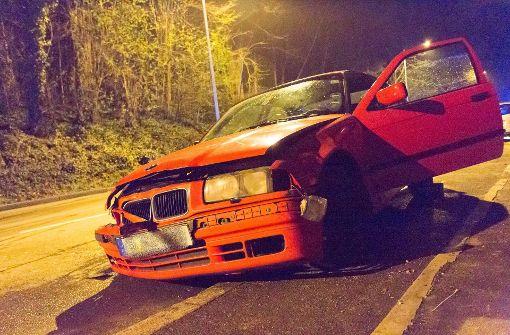 Betrunkener Raser flüchtet nach Autounfall