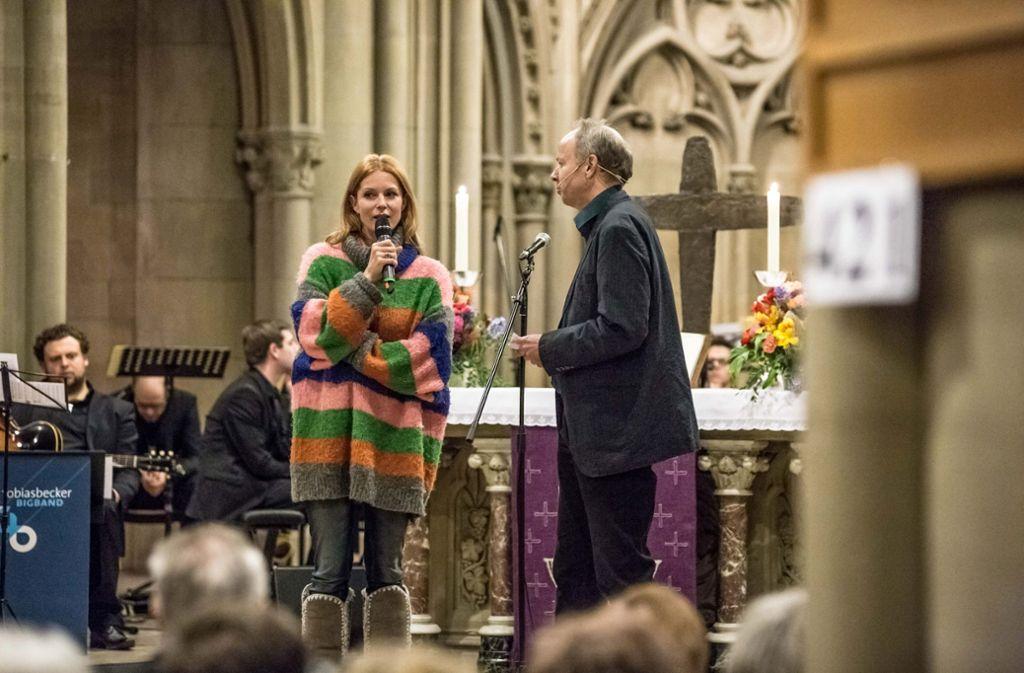 Schauspielerin Esther Schweins im Gespräch mit Nachtschicht-Pfarrer Ralf Vogel. Foto: Lichtgut/Julian Rettig