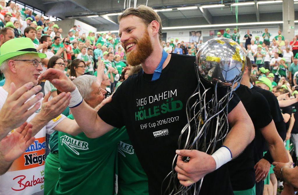 Der perfekte Abschied: Mit vier EHF-Pokal-Triumphen verlässt Kapitän und Publikumsliebling  Manuel Späth nach elf Jahren Frisch Auf Göppingen. Foto: Baumann